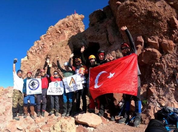 9 Kişilik Ekip Erciyes'e Tırmandı