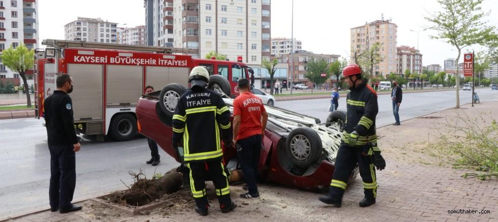 Ağaca Çarpan Otomobil Devrildi: 1 Yaralı
