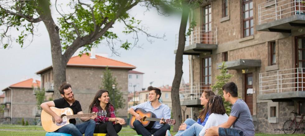 AGÜ, Öğrenci Memnuniyetinde Türkiye 1'incisi