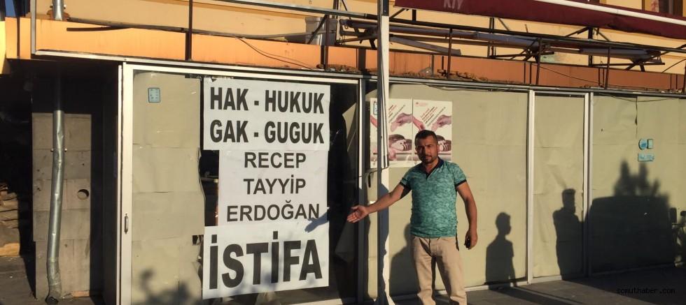 "AK Partili isimden ""Recep Tayyip Erdoğan İstifa"" Pankartı"