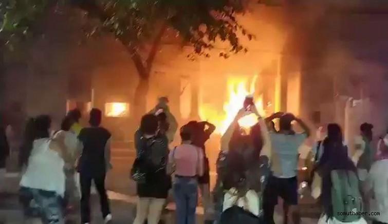Arjantin'de Kadın Cinayetine Sert Tepki: Kadınlar Adalet Sarayını Ateşe Verdi