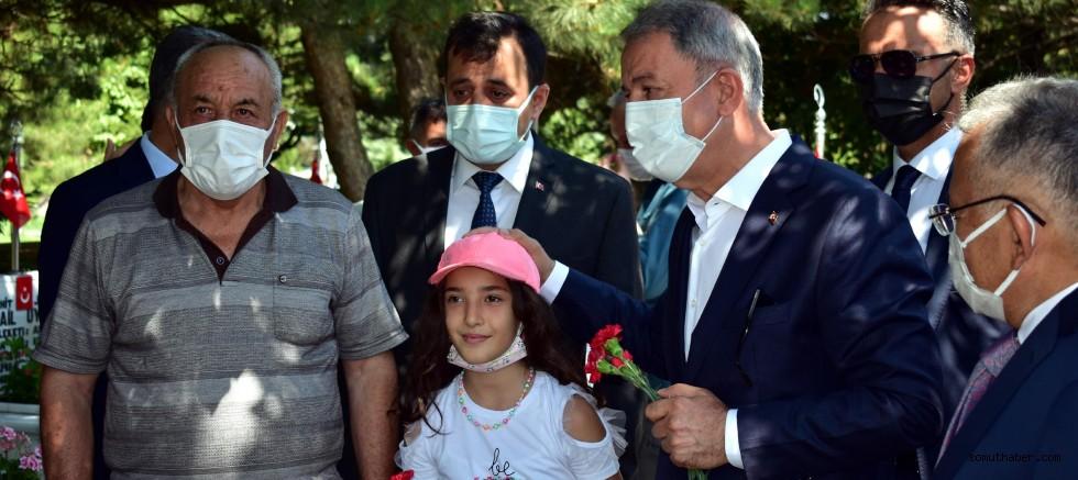 Bakan Akar'dan Kayseri'de Şehitlik Ziyareti