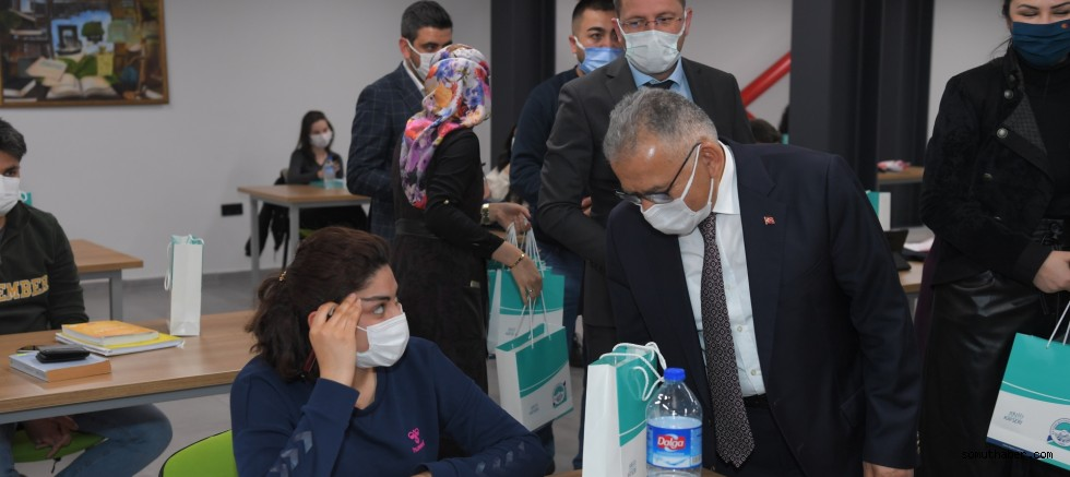 Başkan Büyükkılıç'tan Öğrencilere Hediye