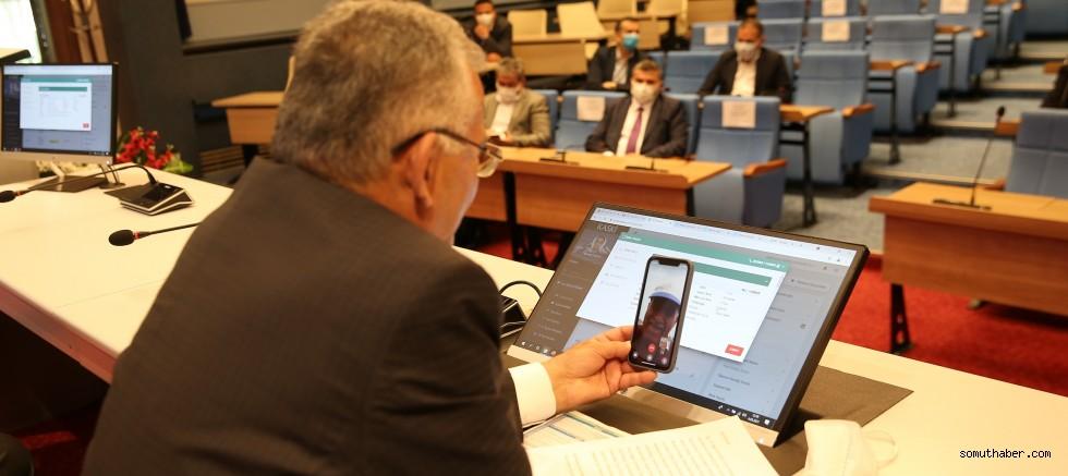 Başkan Büyükkılıç, Telefon Şakası Olduğunu Düşünen Vatandaşı Görüntülü Aradı