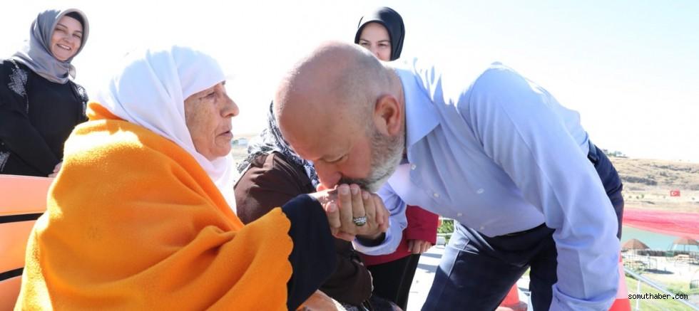 Başkan Çolakbayrakdar, Huzurevi Sakinlerinin Gönüllerini Aldı