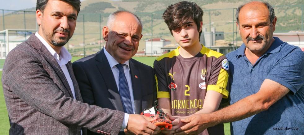 Başkan Öztürk'ün Genç Futbolculara Desteği Devam Ediyor