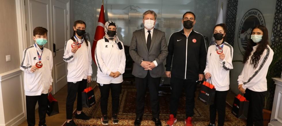 Başkan Palancıoğlu, Melikgazi Belediyesi Spor Kulübü Sporcularını Tebrik Etti
