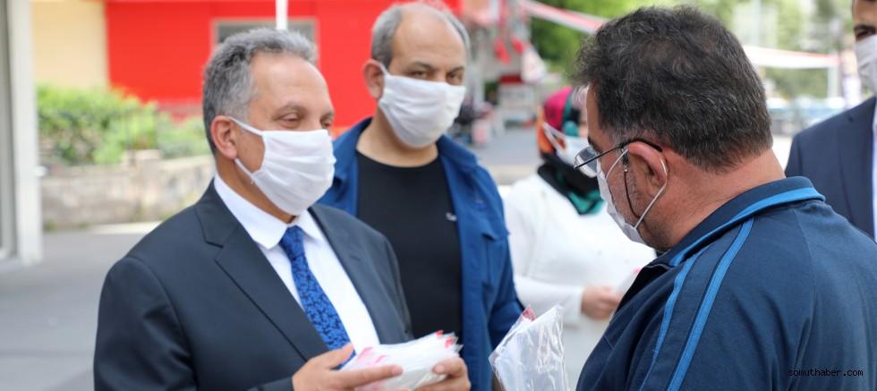 Başkan Yalçın ve Başkan Ekici Maske Dağıttı