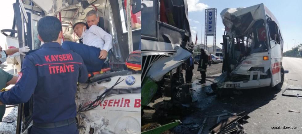 Belediye Otobüsü, Halk Otobüsüne Çarptı: 2 Yaralı