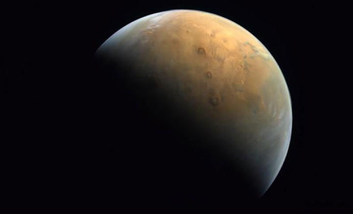 Birleşik Arap Emirlikleri, Mars'tan İlk Fotoğrafını Paylaştı