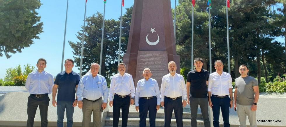 Büyükkılıç, Bakü'de Türk ve Azerbaycan Şehitliklerini Ziyaret Etti