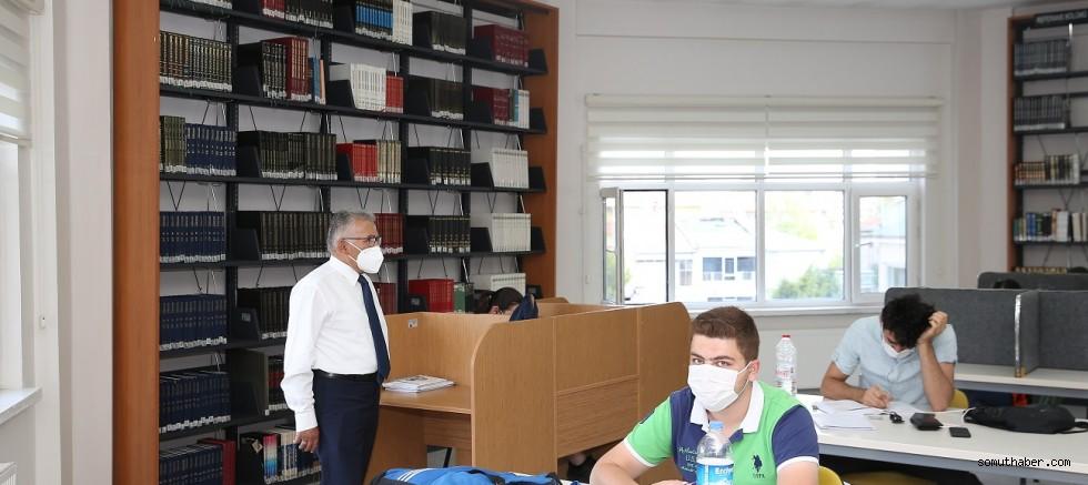 Büyükkılıç, Sezai Karakoç Kütüphanesi'nde Gençlerle Buluştu