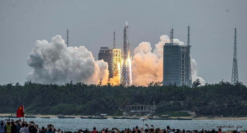 Çin'in Uzaya Gönderdiği Roket Kontrolden Çıktı; Parçaların Nereye Düşeceği Bilinmiyor