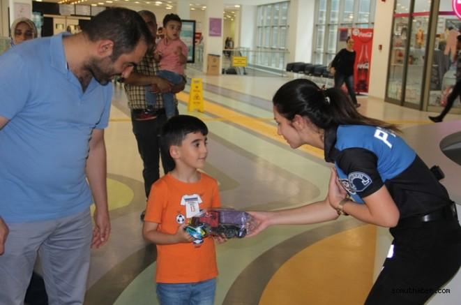 Emniyet'ten Hastanede Tedavi Gören Çocuklara Ziyaret