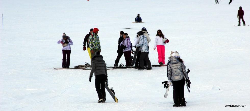Erciyes'te kayak şöleni sürüyor