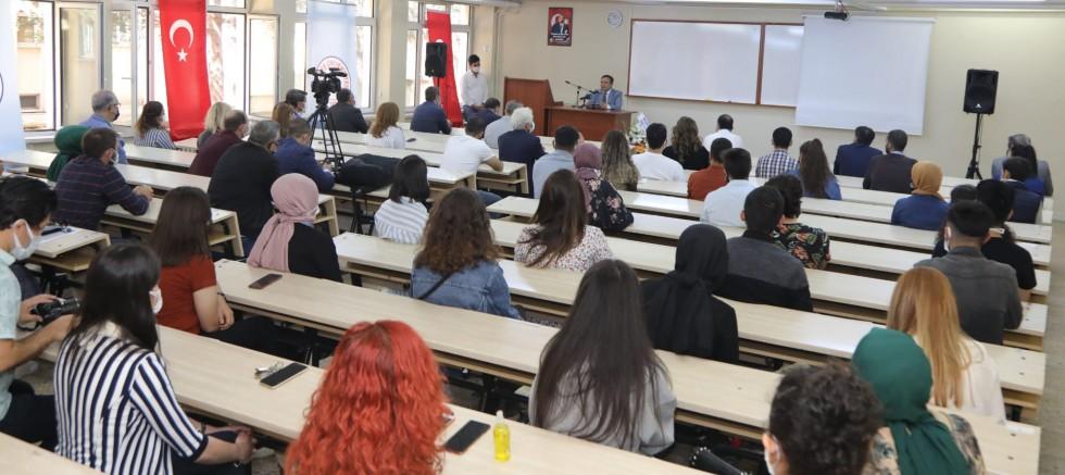 ERÜ'de İktisadi ve İdari Bilimler Fakültesi'nin Açılış Dersi Rektör ve Mustafa Alan Tarafından Verildi