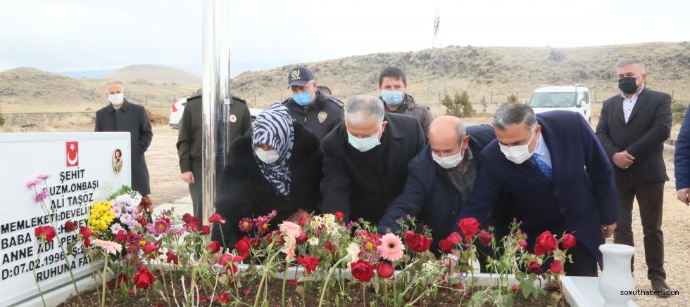 İlçe Protokolü ve Belediye Meclisinden Şehit Ali Taşöz'e Ziyaret