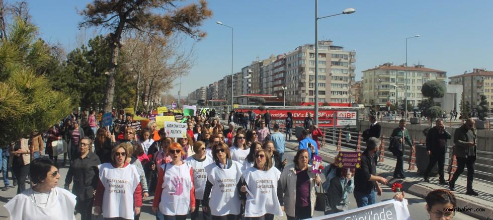 Kadınlar, 8 Mart'ta taleplerini haykırdı