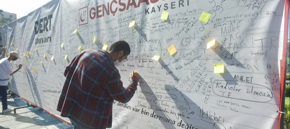 Kayseri'de Gençlerin 'Dert Duvarı'