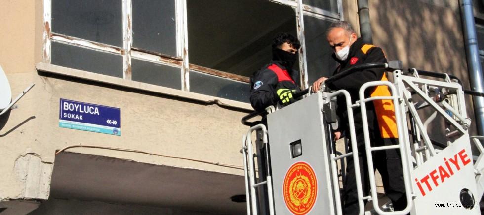 Kayseri'de Mahsur Kedi İhbarı, İtfaiyeyi Harekete Geçirdi