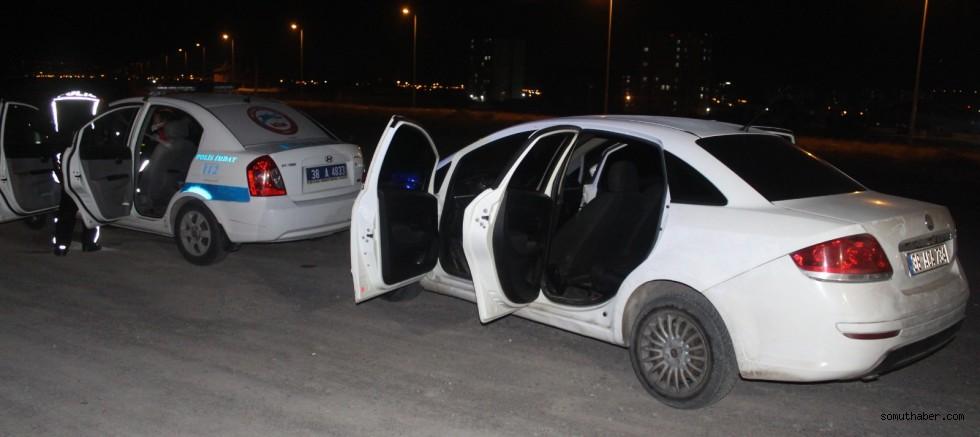 Kayseri'de Polis Aracına Çarpan Otomobildeki 2 Kişi, Yaya Olarak Kaçtı