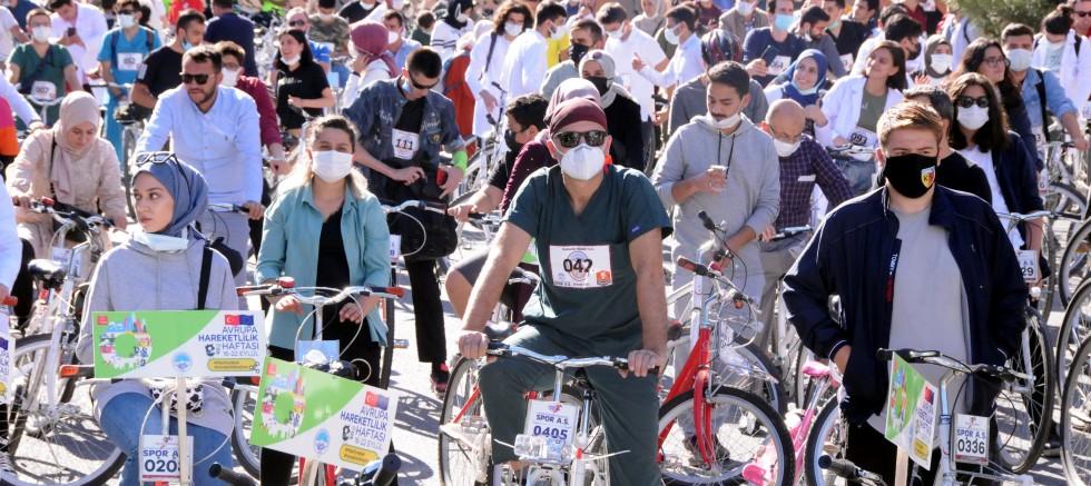 Kayseri'de Sağlık çalışanları, 'Doktorlar Bisiklet Turu'nda Pedal Çevirdi