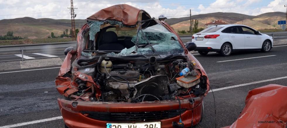 Kayseri'de, TIR'a Çarpan Otomobilde 4 Kişilik Aile Yaralandı