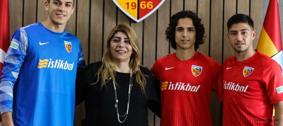 Kayserispor'da Genç Futbolcular Doğan, Emre ve Nurettin'in Sözleşmeleri Uzatıldı