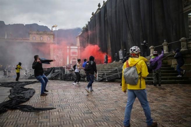 Kolombiya'da Halk, Şiddete Rağmen Mücadeleden Vazgeçmiyor