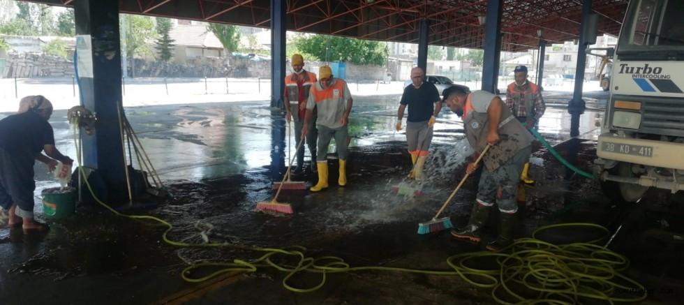 Melikgazi'de Kurban Kesim Yerleri Temizlenerek Dezenfekte Edildi