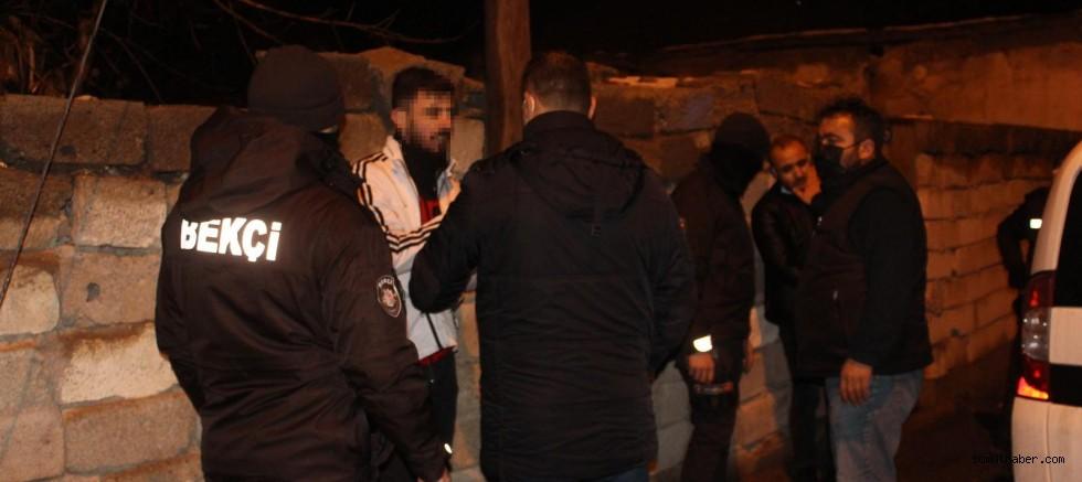 Polisin 'Dur' İhtarına Uymayan 2 Şüpheli Kovalamaca Sonucu Yakalandı