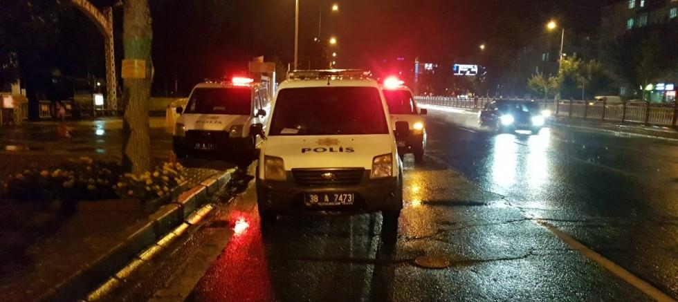 Polisin 'Dur' İhtarına Uymayan Araçtakiler Kaçamadı; 3 Gözaltı