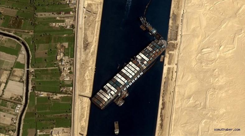 Süveyş Kanalı Hâlâ Açılamadı