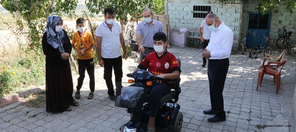 Yahyalı Belediyesi, Ateş'e Akülü Araç Hediye Etti