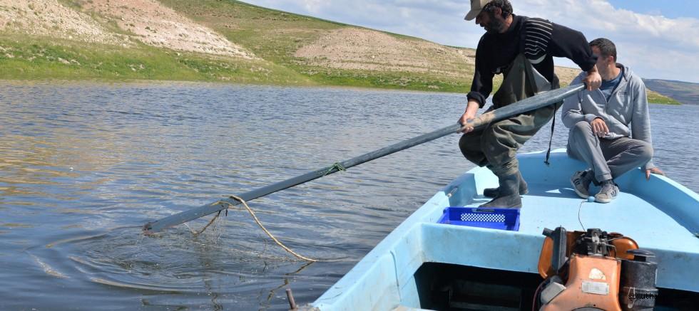 Yamula Barajı'nda 2 bin 600 Metrelik Kaçak Misina Ağı
